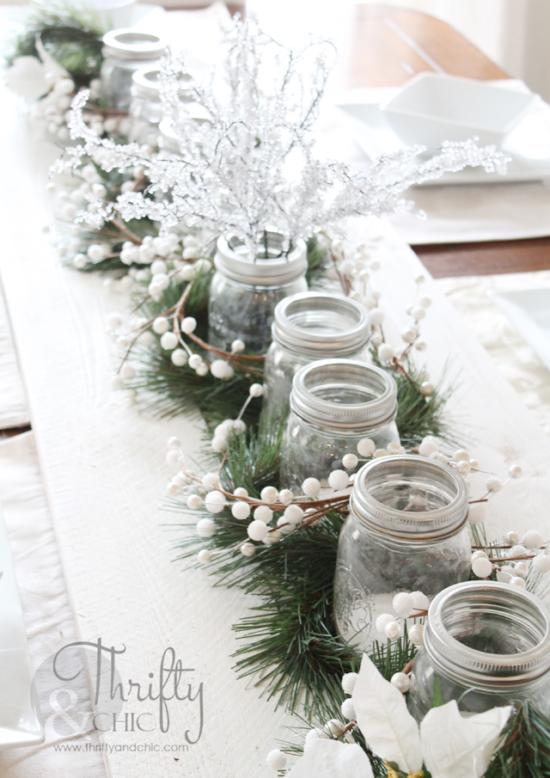 la combinacin de pino frascos pias y velas da como resultado estos hermosos centros de mesa