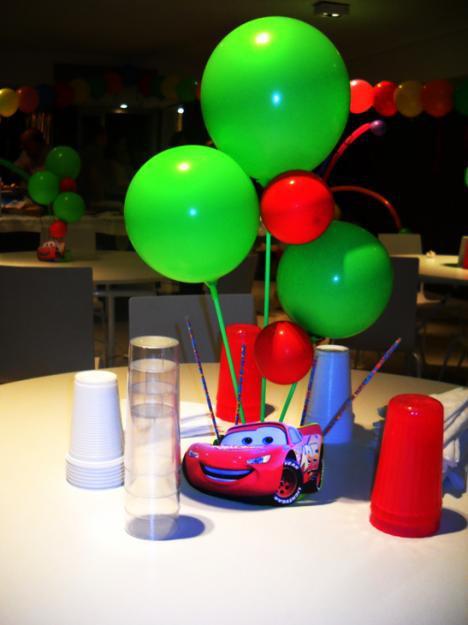 Centros de mesa con golosinas y globos para fiestas - Mesa de centro lack ...