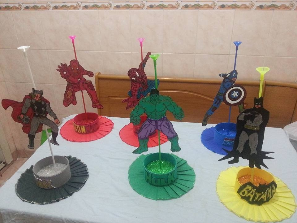 Arreglos y centros de mesa infantiles de superheroes - Mesa centro original ...