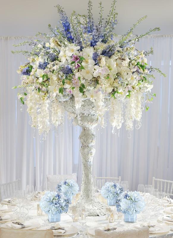 Centros de mesa para boda 2017 sencillos y elegantes for Base de cristal para mesa