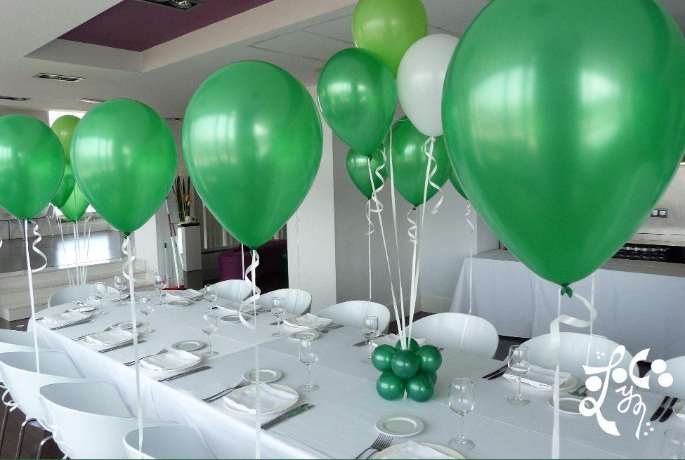 Centros de mesa con golosinas y globos para fiestas infantiles for Decoracion mesas fiestas