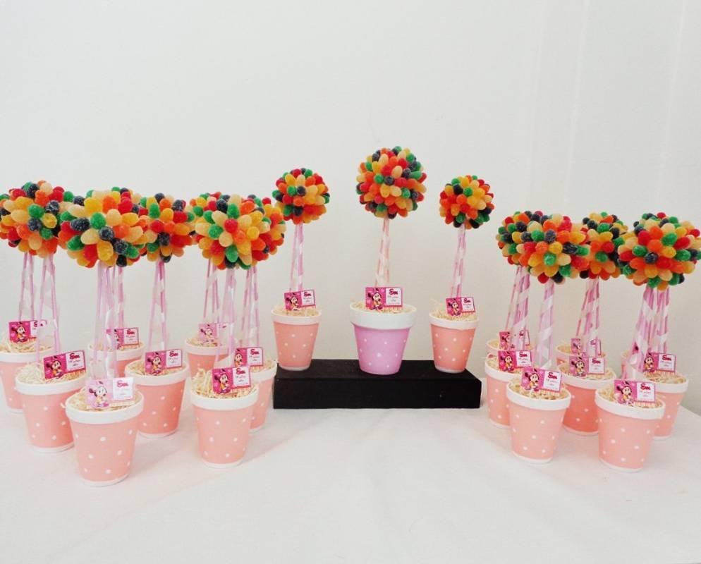 Centros de mesa con golosinas y globos para fiestas infantiles for Mesas cumpleanos infantiles
