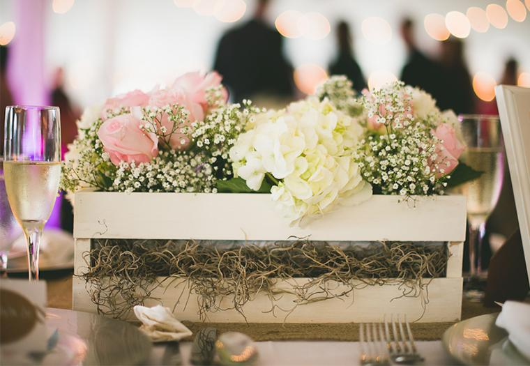 Centros de mesa vintage para fiestas 2018 - Como decorar cajas de madera para centros de mesa ...
