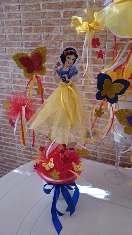 Los mejores centros de mesa de princesas para fiestas for Mesa de centro blanca