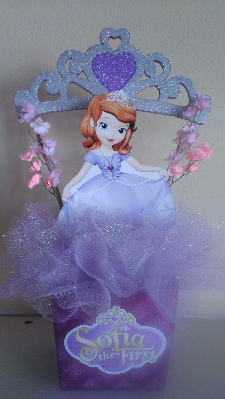 b7bab3cdd ... Un hermoso centro de mesa de la pequeña princesa sofía para decorar la  fiesta