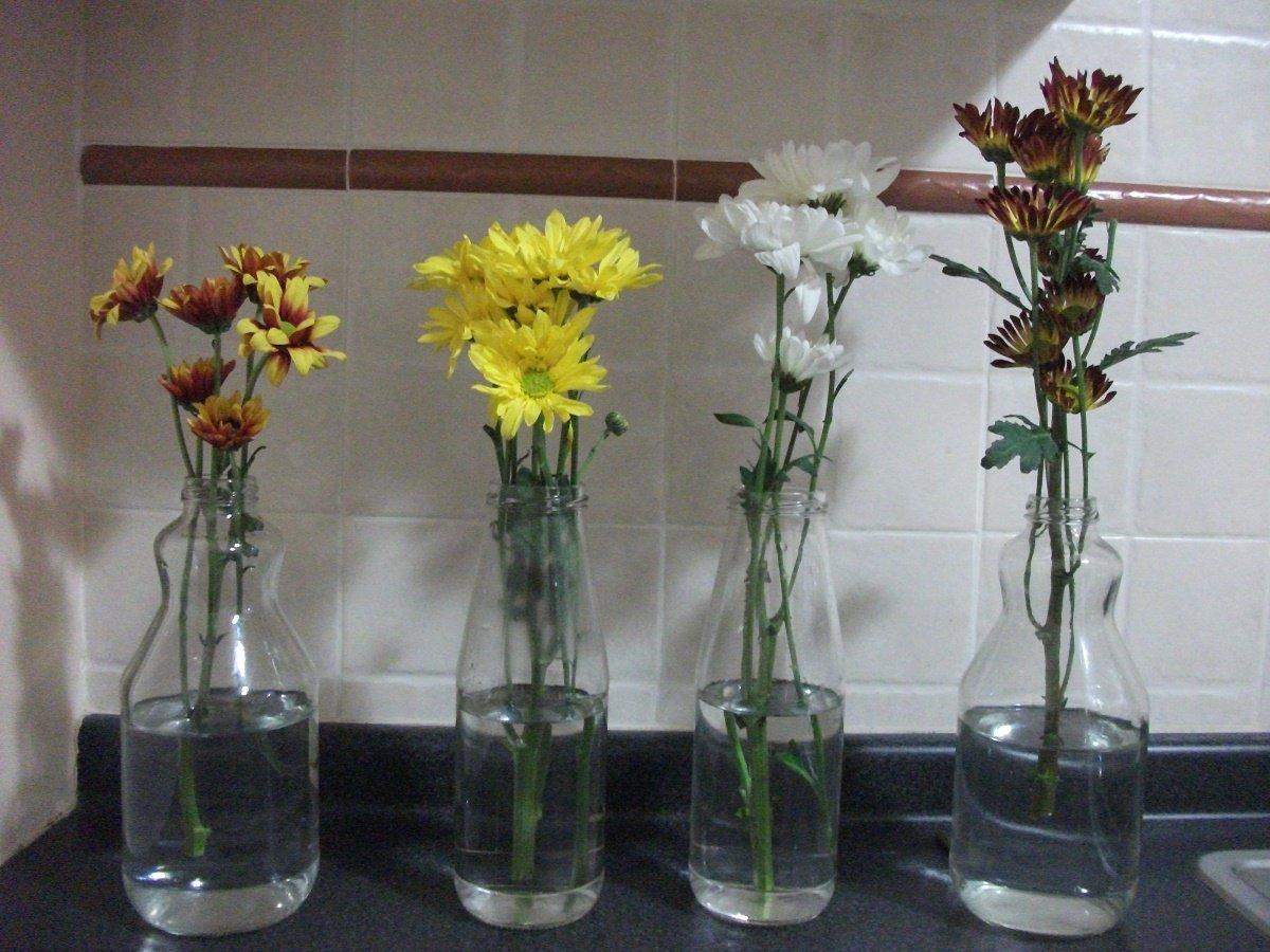 Centros de mesa con materiales reciclados botellas vidrio madera - Fabrica de floreros de vidrio ...