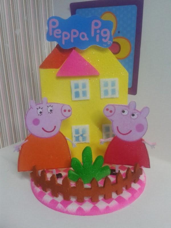 9b816add738 Un arreglo como adorno de torta o centro de mesa con los personajes de  Peppa Pig