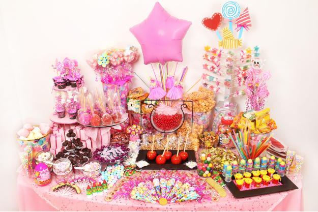 Centros de mesa con dulces para fiestas infantiles for Mesas de dulces infantiles