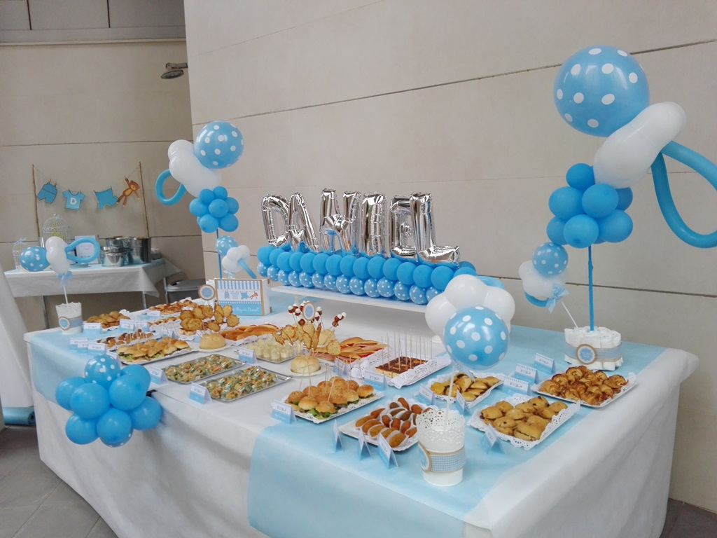 Decoraci n y adornos de mesas de dulces para fiestas de for Mesa de dulces para baby shower nino