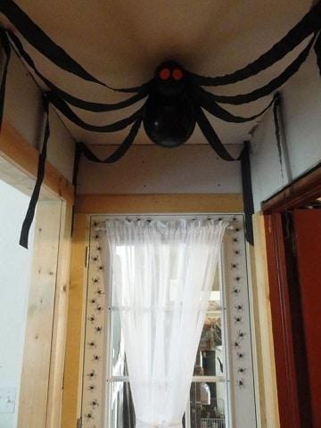Decoraci n para halloween 2019 adornos manualidades for Decoracion para puertas halloween