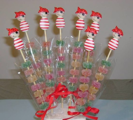 Centros de mesa con dulces y arreglos con golosinas candy bar - Golosinas para cumpleanos de ninos ...