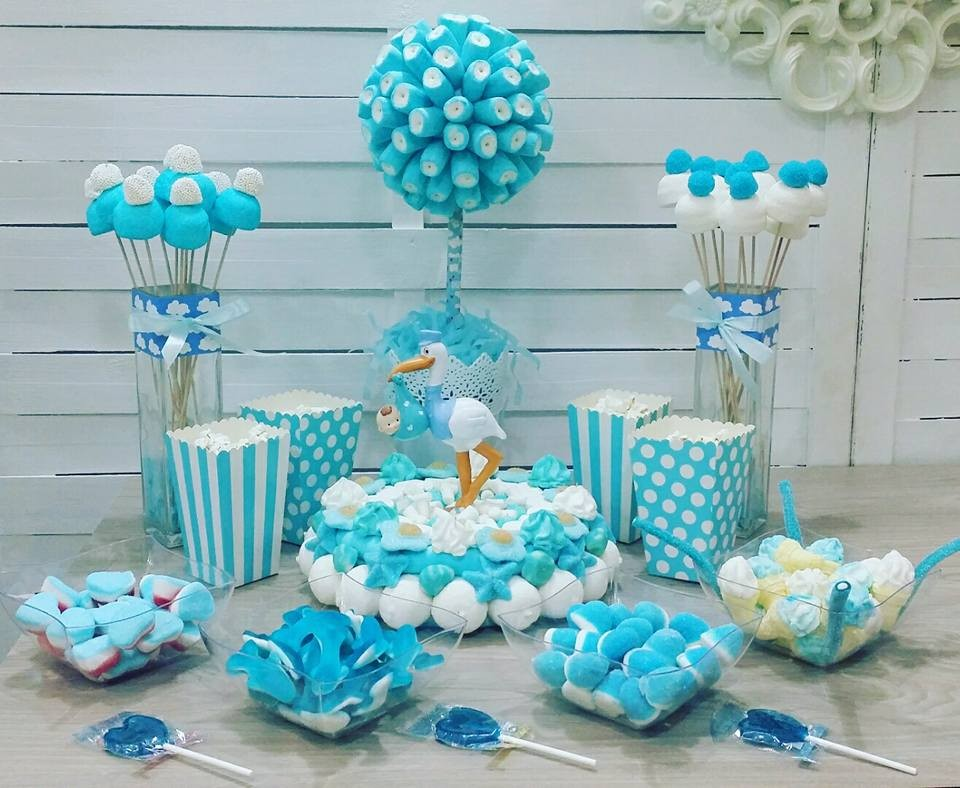 Centros de mesa arreglos y decoraci n para baby shower for Mesa de dulces para baby shower nino