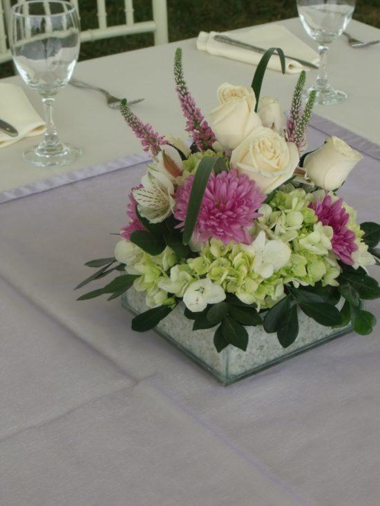 2759795465ff9 Centros de mesa con flores artificiales  Cómo hacerlos