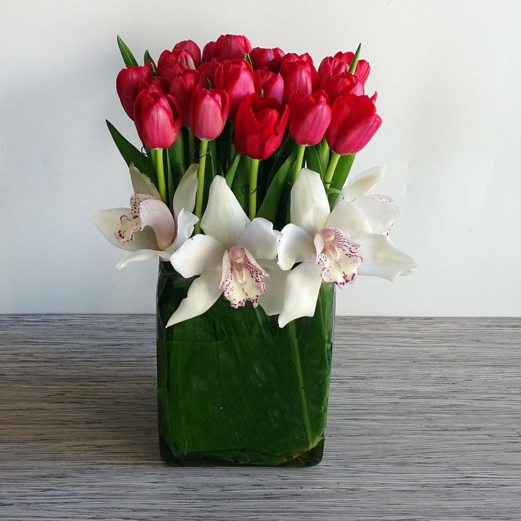 dcc4d607922d5 Centros de mesa arreglos florales con tulipanes jpg 1024x1024 Natural  arreglos florales de tulipanes
